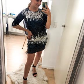 Lækkert aftens kjole i størrelse S (Små).  👗 Aldrig brugt!