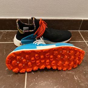 Skoen er helt ren aldrig brugt med tags, boks og ekstra snørrebånd. (Pb for flere billeder eller spørgsmål)