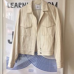 Fin jakke fra Envii. Den har aldrig været brugt. Se også mine andre annoncer ✨🦚