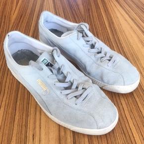 Cool Puma TE-KU prime sneaker i lys grå. Nypris 779,- skoen er i god stand men med enkelte brugsspor indvendigt ved hælen hvilket kan ses på billederne. Jeg har ikke æske og kvittering.