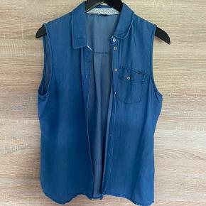Blød cowboylignende skjorte uden ærmer, str. 42, Only, brugt men meget pæn. 10% af prisen går til Kræftens Bekæmpelse (Team Vejdik, Stafet For Livet) Se mere på mostermette.dk (IG1130)