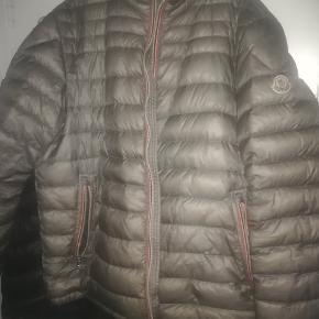 Moncler Daniel jakke sælges cond 8,5  Bud under 2500 tager jeg ikke   Også frisk på en hurtigt handel  NP er 4,475,75
