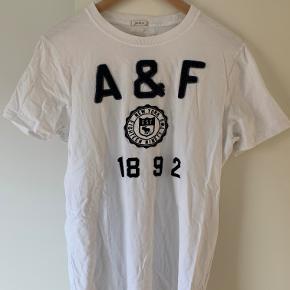 2 styk rigtig fede Abercrombie t-shirts. 150,- stykket. Super god stand, vasket meget få gange.