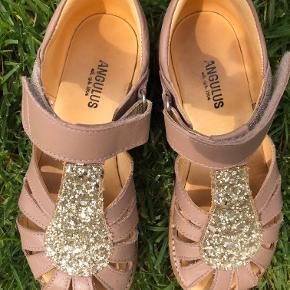 De fineste sandaler, meget lidt brugte og ingen slid.