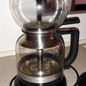 Varetype: Kolbekaffemaskine Størrelse: NA Farve: Sort Oprindelig købspris: 1999 kr.  Kitchenaid kolbekaffemaskine kun brugt et par gange.