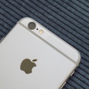 iPhone 6, 64 GB fra 2014 Minimale ridser og skrammer  Uden tilbehør eller æske  Fungerer som den skal