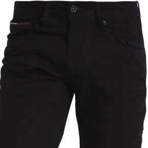 Sælge disse total lækre jeans fra Tommy Hilfiger, de er kun prøvet på .str er 29/32  Ny pris er 799,-