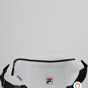 Hvid bæltetaske med fila logo   Kan hentes på Frederiksberg :-)