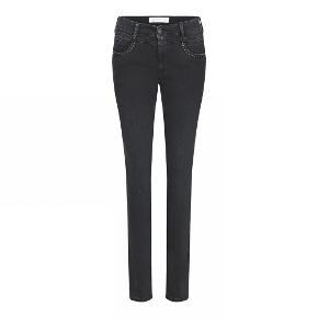 Lækre jeans fra C-RO Så lækre at have på Aldrig brugt  Ny pris 1.000 kr.