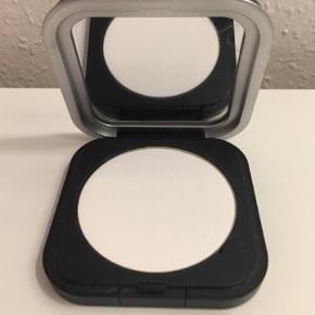 Make Up for Ever HD micro Finishing Powder. Farven er translucide 01 Brugt 2 gange.