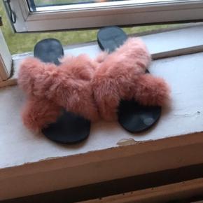 Søde pels sandaler  Aldrig brugt  Np: 400 BYD