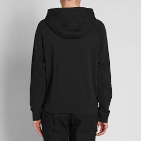 Mega fed hættetrøje fra Olaf Hussein i en str. XL. Sender gerne billeder af den, jeg sælger. Den er i glimrende stand.