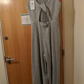 Buksedragt med brede bukser