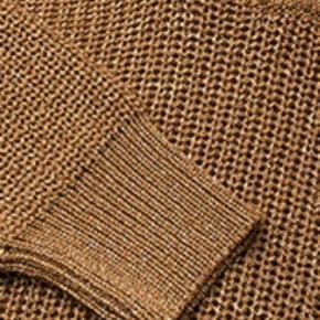 Fineste strik med guldnistre👌 Så god som ny.  Str XL, men passer fint en S/M løst (se billede 4-6 hvor blusen er XL på en str 38/M.