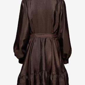 Smukkeste Stine Goya kjole i str L, har kun haft den på en aften i Max 2 timer, så den står som ny. Np:1800 Mp:800