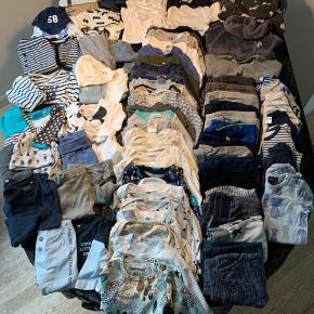 Baby tøjpakke str. 62 - omkring 100 dele.  - 26 langærmede bodyer  - 5 kortærmede bodyer  - 5 tanga bodyer  - 1 t-shirt  - 1 trøje  - 15 bukser  - 6 natdragter  - 1 dragt med korte ærmer  - 4 sæt med shorts + kortærmede body  - 10 sæt med lige bukser + langærmede body - 1 sweat sæt  - 2 køredragter  - 3 huer