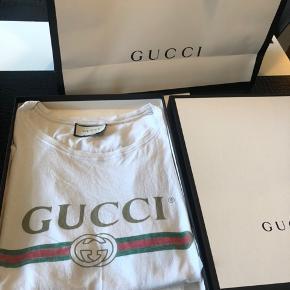 Navn: Gucci Vintage logo tee  Størrelse: M  Con: 8  OG: Alt  Mp: 1000,-  Bin: 1300,-
