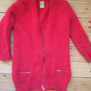 Nedsat til mindste pris. 30%uld/Polyramid/akryl fra franske dress Gallery. Med lynlås
