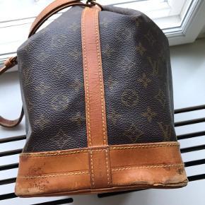 Louis Vuitton GM Noe taske i den store version.  Smuk taske og canvas er i perfekt stand. Taksen er fra 98.