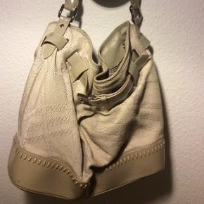Købt på Vestiaire Collective Har fået skrammer på læderet & sælges derfor billigt
