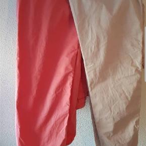 Maison scotch Bukser. Har 2 ens par det ene par er sart lyserød det andet par koral. Se billede 2 af begge farver. Styk pris 75+Fragt. Str hedder 28 svarende til S/M