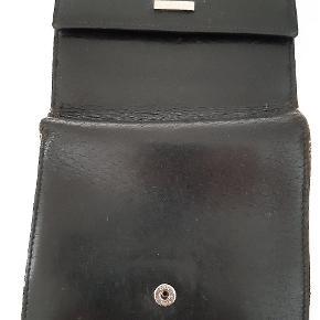 Sort klassisk dame pung i sort kalveskind- brugt med ok fin stand - tager gerne imod bud