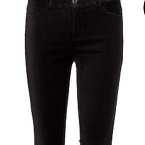 Varetype: Velour bukser Farve: Sort Oprindelig købspris: 700 kr.  Velour bukser fra vinter 18 Kan sendes med dao for38,-