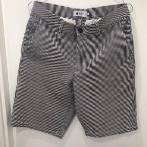 NN07 shorts. 28 Regular fit. 77% cotton 18% PA 5% EA Fejler ingen ting.
