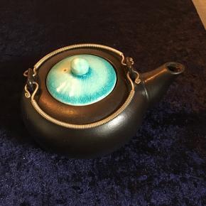 Sød lille tekande til 2 kopper te.  Fejler ingenting