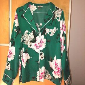 Populær smuk blazer/skjorte fra Envii Brugt få gange.   Str. L - Er selv str. M og har brugt den lidt oversize.