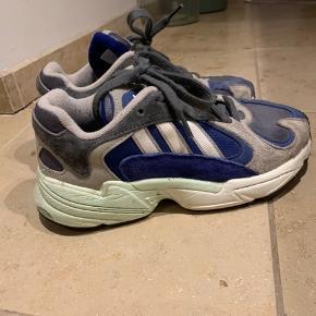 Adidas Sneakers, God, men brugt. Frederiksbjerg - Adidas Sneakers, Frederiksbjerg. God, men brugt, Brugt en periode og har derfor mindre tegn på brug