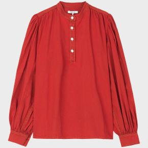 Rød denim Ganni skjorte i str 36. Mega fin!