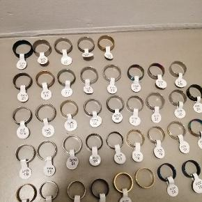 Kæmpe sellout af ringe! Sælger en masse ringe i størrelser fra 17mm - 22mm  Prisen pr stk er kun 20kr! Fragten koster 10kr som brev med postnord. Mængderabat kan forekomme hvis du køber 10+  Både drenge og pige ringe.  Skriv en pb og vi laver en god aftale:)