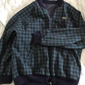 Lacoste Bumber Double sided jacket 1. Side - Mørkeblå 2. Side - Grønt ternet mønster BYD gerne