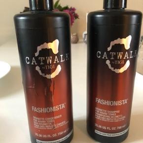 Shampoo er ca 3/4 fyldt og balsam halv fyldt. Rigtig god at bruge i farvet mørkt hår. Frisker farven flot op.