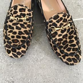 De smukkeste sko fra det Italienske mærke Franca Venezia. Skoene er lavet i blødt skind med leopard og så smukke til alt.. brugt 3 gange og er så flotte.. Bytter ikke!