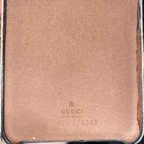 Gucci iPhone cover, passer til IPHONE 8 PLUS Brugt en del, og er lidt slidt i hjørnerne. Ser ellers rigtig fint ud. Byd gerne