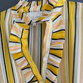 Smuk skjorte fra Lollys Laundry. Brugt få gange 💛 Byd gerne 😊