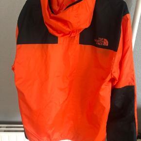 The North Face regnjakke. Kun prøvet på. Købt på ASOS.