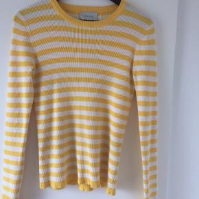 Sælger denne fine trøje fra neo noir, da den desværre er for stor til mig. Trøjen er i god stand, og pæn i farverne🌼 Pris er inkl fragt👍🏼 Np: 300-400kr 😁