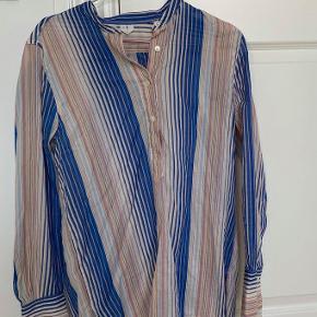 Skjorte fra Arket Str. 36 Brugt et par gange, fremstår stadig i god stand