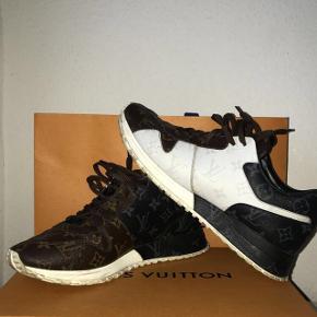 Louis Vuitton Runaway Sneakers - Alt OG medfølger  - Cond 7-8/10 (trænger bare til en rensning) - Nypris var 5.200