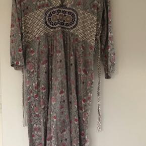 Super fin Odd Molly kjole med bindebånd og skjult lynlås i højre side.