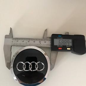 Nye Audi center kapsler i sort 69mm lås55mm. Husk at være sikker på målene.