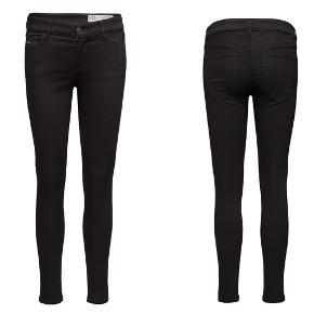Diesel Slandy Jeans str. 28/32.  Helt nye og aldrig brugt.   *** SÆLGES FOR 400 PP ***  BYTTER IKKE!   Kan sendes eller hentes på Frederiksberg.