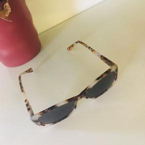Leopard print firkant smalle solbriller med mørke glas