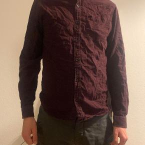 Skjorte, Shine Original, str. L, rød, bomuld, Næsten som ny  Køb tre ting som koster 50kr og få den ene af dem gratis (3 for to)  Ingen skader eller mangler (: