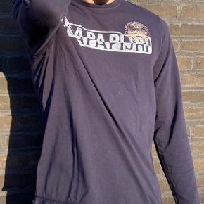 Mega fed Napapijri langærmet t-shirt i str Large  Skriv meget gerne hvis du har spørgsmål om trøjen👋
