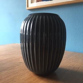 NY Kähler Hammershøi vase - 20 cm - i Antracitgrå 💙 vasen er aldrig taget i brug!   ☀️ Mindsteprisen er 180 kr. ☀️ Nypris er 280 kr.   Den kan hentes på Nørrebro - sender ikke!