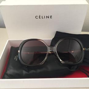 Céline solbriller. Som nye med etui dustbag og box. Nypris 2399,- Pris 899,- pp Bytter ikke.